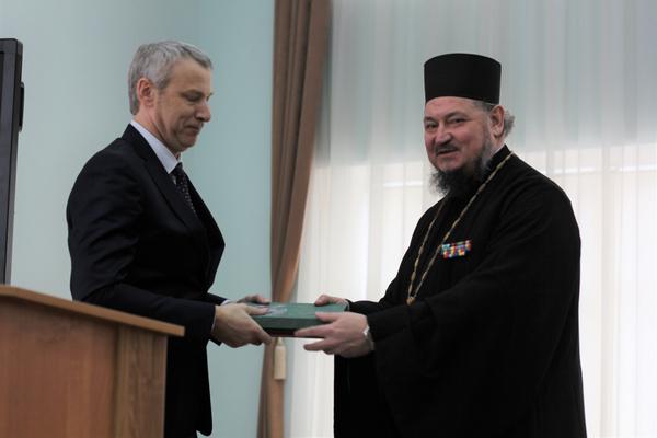 Благочинный приходов Новочеркасского округа поздравил с юбилеем депутата Владимира Маханькова