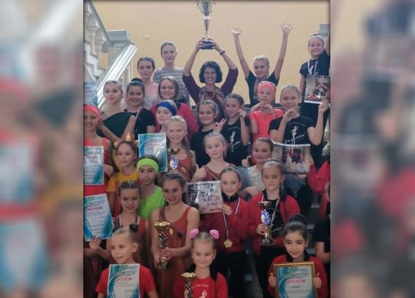 Танцевальный коллектив из Новочеркасска завоевал награды сразу в трех престижных конкурсах