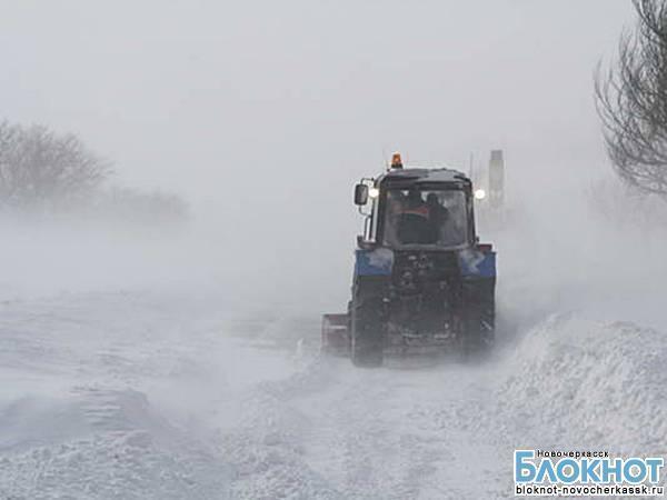 На окраины Новочеркасска хлеб доставляют с помощью тракторов