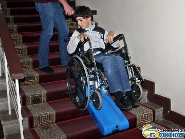 В Новочеркасском театре появился гусеничный подъемник для инвалидов-колясочников