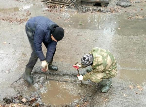 В микрорайоне Донском прочистили более 200 метров ливневой канализации