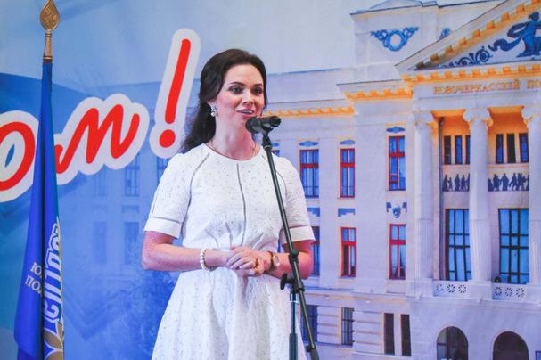 Под копирку: зампред Думы Новочеркасска поздравила выпускников по шаблону