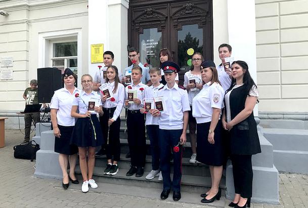 10 юных новочеркасцев получили свои первые паспорта