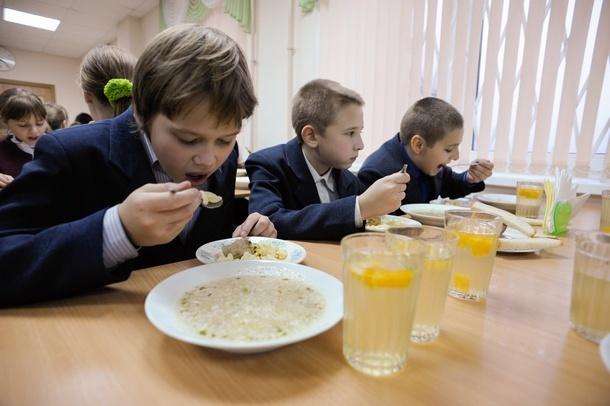 Первое, второе и компот: в Новочеркасске увеличат норматив бесплатного школьного питания