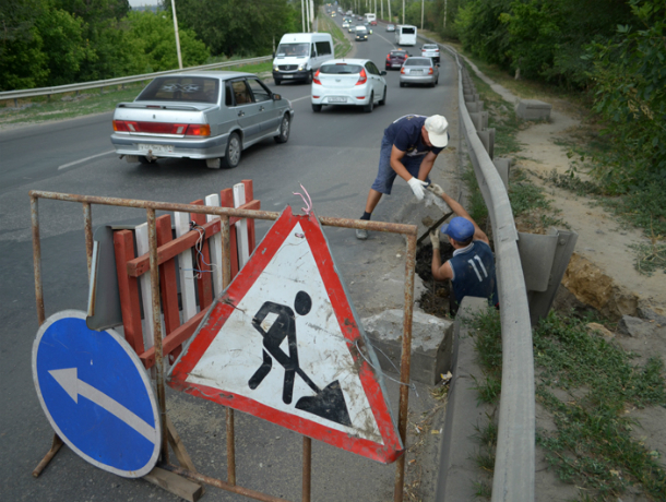 В Новочеркасске начался ремонт провала на спуске Герцена