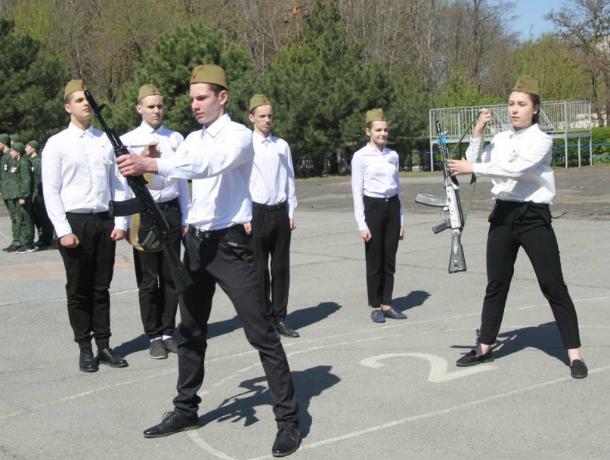 Городской этап военно-спортивной игры «Орленок» стартовал в Новочеркасске