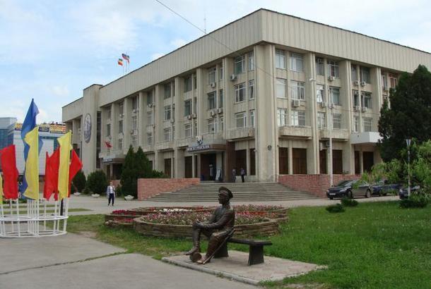 В Новочеркасске ведомствами и отделами правят 11 миллионеров