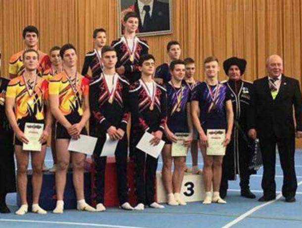 Новочеркасские акробаты завоевали пять медалей на чемпионате ЮФО