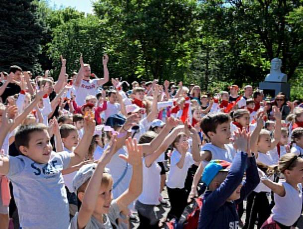 В День защиты детей новочеркасские спортсмены провели «зарядку с чемпионами»
