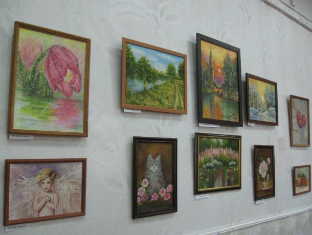 В Новочеркасске работает выставка творческих работ «Вдохновение»