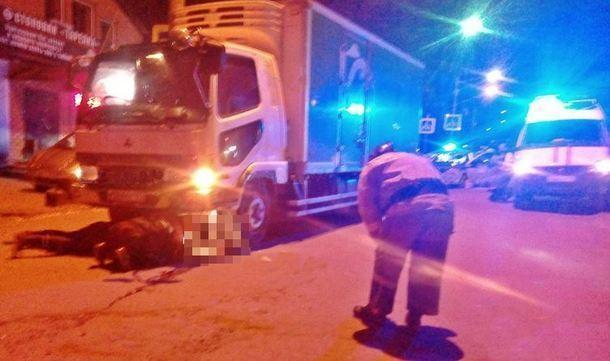 Под Новочеркасском двое пешеходов угодили под машину, один погиб