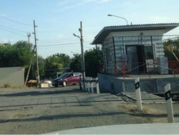 В Новочеркасске ограничат движение транспорта через ж/д переезд на улице Железнодорожной