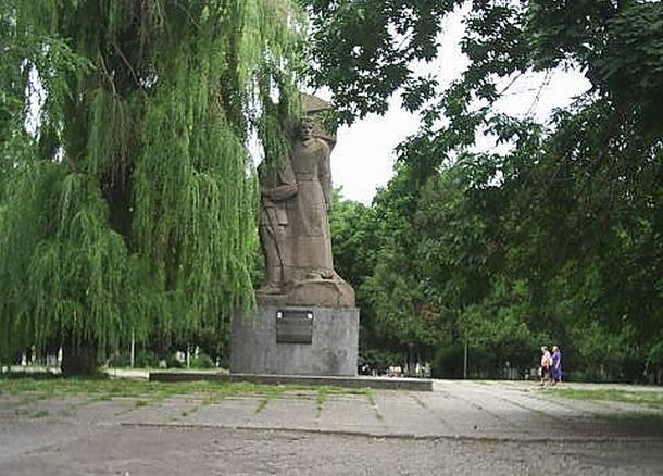 В Новочеркасске демонтируют памятник казакам-революционерам