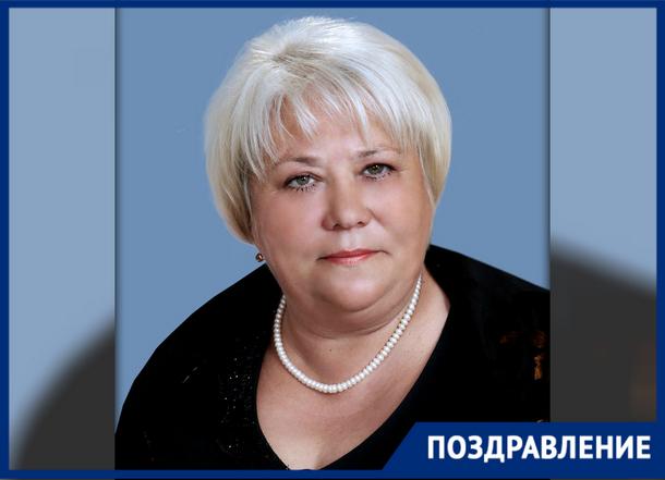 Свой день рождения празднует директор школы и депутат Новочеркасска