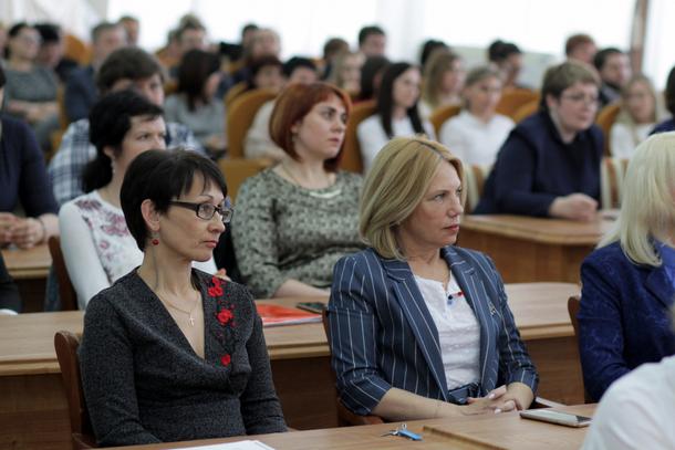 Муниципальных служащих Новочеркасска поздравили с профессиональным праздником