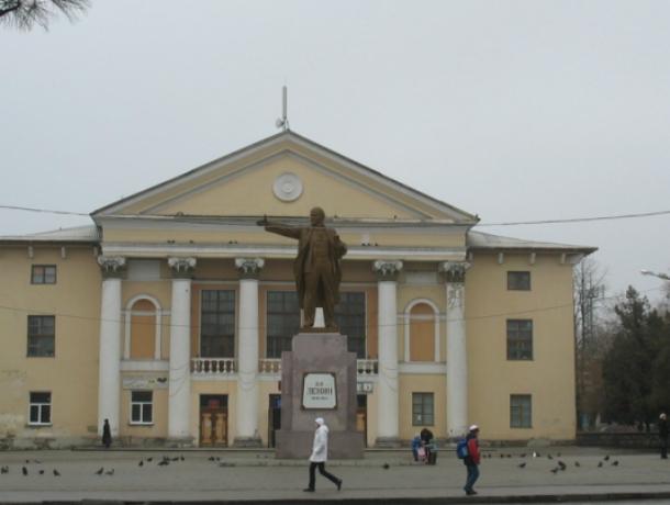 Жители микрорайона Октябрьский Новочеркасска страдают без кабельного телевидения