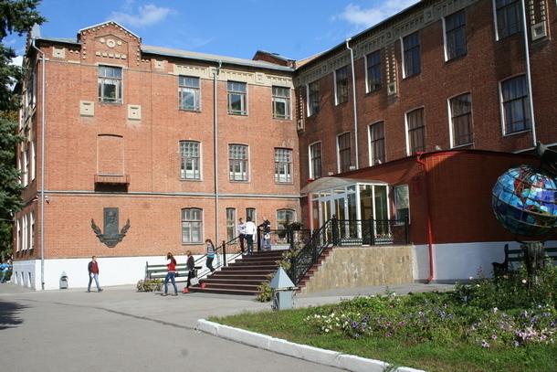 В поселке Персиановском около Новочеркасска экс-декана ДГАУ осудили за взятку