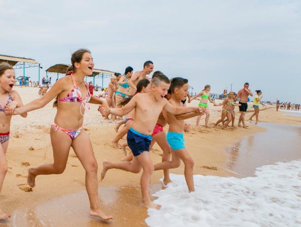 Таганрогская фирма организует отдых детей из малоимущих семей Новочеркасска на море