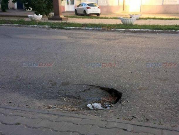 Очередной асфальтный провал возник в центре Новочеркасска