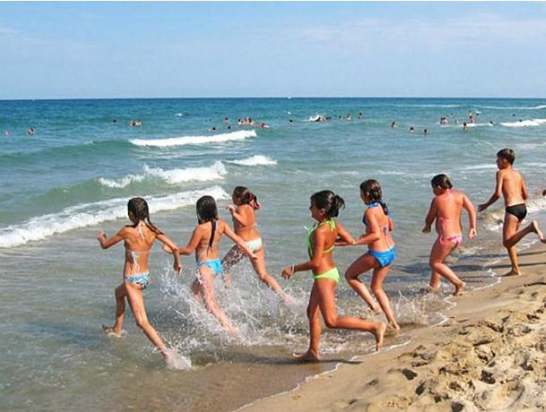 Новочеркасские дети поедут на бесплатный морской отдых в конце мая