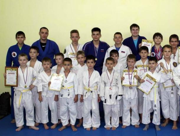 Юные новочеркасские спортсмены завоевали 26 медалей первенства по джиу-джитсу