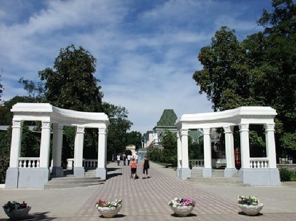 Власти Новочеркасска решили разделить Александровский парк на две части