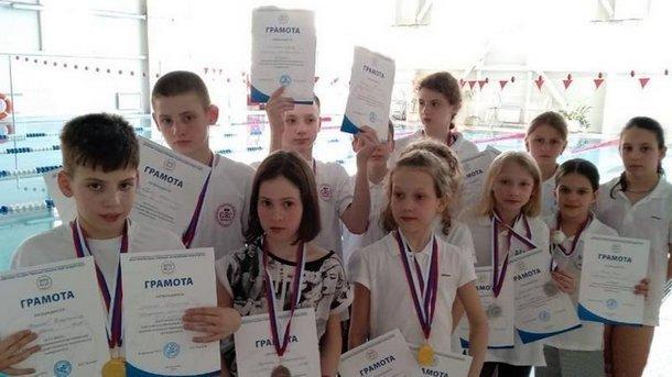 Дети из Новочеркасска выиграли открытые соревнования по плаванию