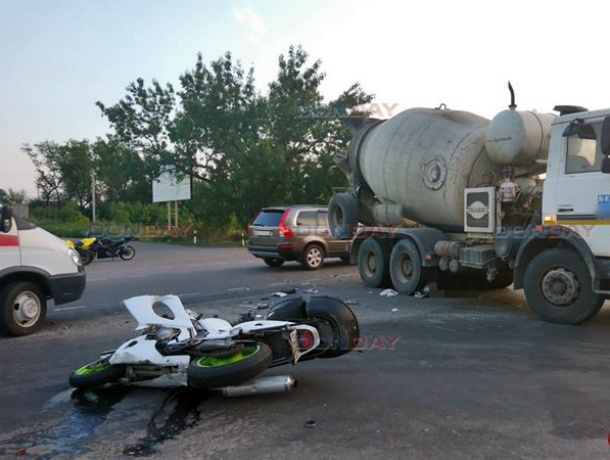 Молодой мотоциклист погиб под колесами бетономешалки на выезде из Новочеркасска