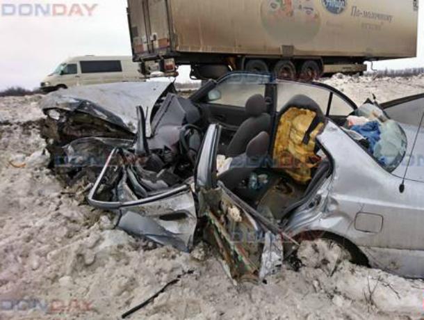 Оторвавшийся прицеп грузовика смял в лепешку «Хендай Акцент» на трассе под Новочеркасском