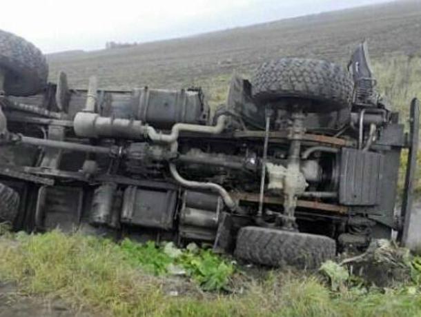 Потерявший управление КамАЗ перевернулся под Новочеркасском