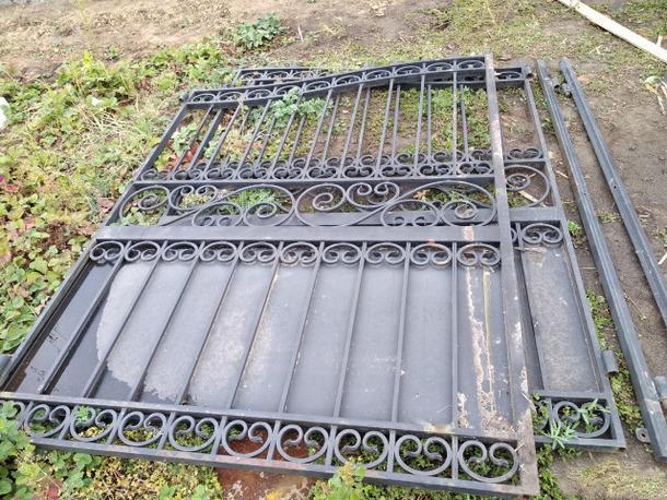 Новочеркасцы умыкнули ворота и сдали их на металлолом