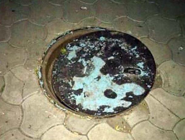 В Новочеркасске девушка с годовалым малышом попала в ловушку канализационного люка