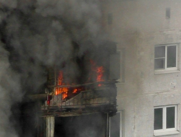 В Новочеркасске 72-летняя пенсионерка едва не сгорела заживо в объятой пламенем квартире