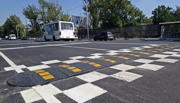 В Новочеркасске из-за установленных «лежачих полицейских» образовалась пробка на улице Гагарина