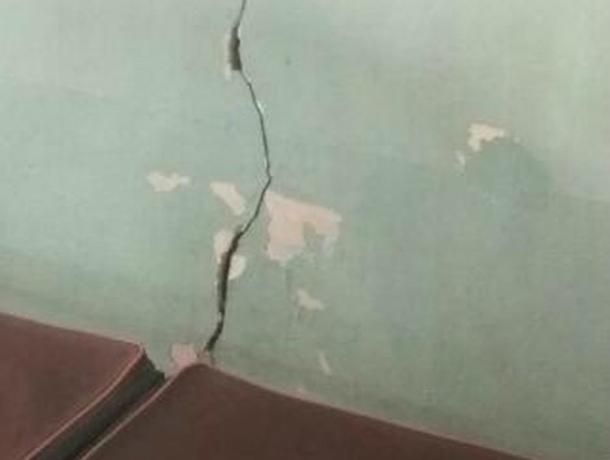 Разваливающаяся на части поликлиника ужаснула жительницу Новочеркасска