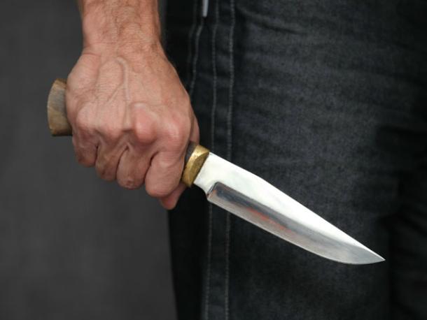 ВНовочеркасске пенсионер нанес своему сыну девять ударов ножом