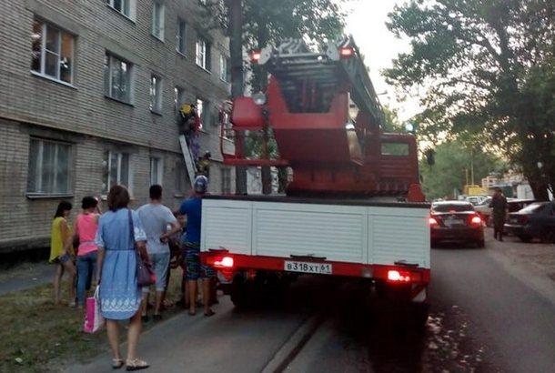 В Новочеркасске заснувшего жителя пришлось будить пожарным