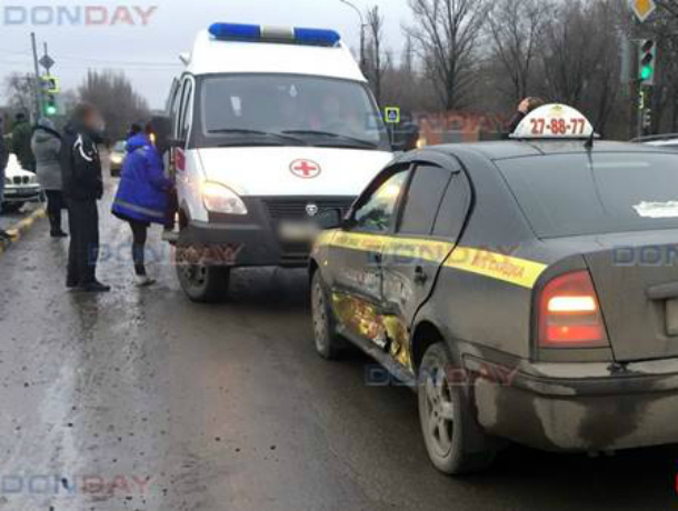 Поездка в такси закончилась в больнице для жительницы Новочеркасска