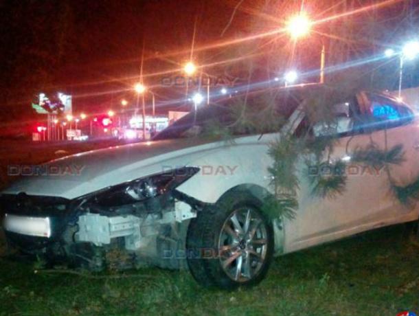 Неуправляемая «Мазда», с мертвецки пьяным водителем снесла ограду и ударила столб в Новочеркасске