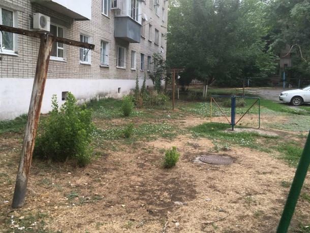 «Наш двор выглядит как послевоенные катакомбы» - новочеркасцы ведут бесконечную борьбу с администрацией и УК