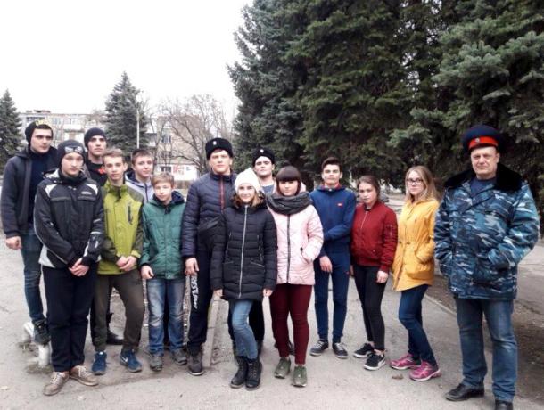 Новочеркасские казаки закрашивают рекламу наркотиков