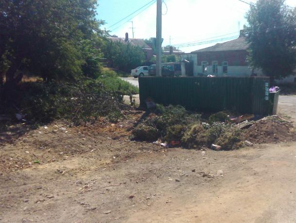 После публикаций «Блокнота Новочеркасск» коммунальщики вывезли мусор с Аксайской и Социалистической