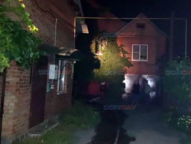 Бушующее пламя погубило двухэтажный дом в Новочеркасске