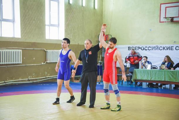 Донские борцы встретились на турнире памяти Почетного мастера спорта СССР в Новочеркасске
