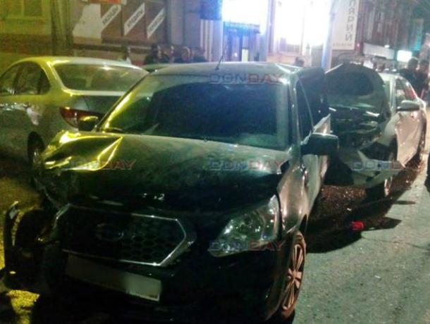 В Новочеркасске неуправляемая иномарка снесла четыре автомобиля, оставив после себя груду искореженного металла