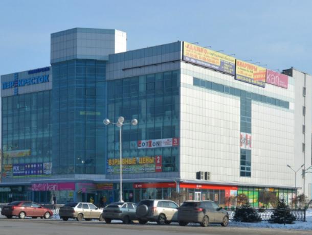 В Новочеркасске закрыли универмаг: здание опечатано судебными приставами