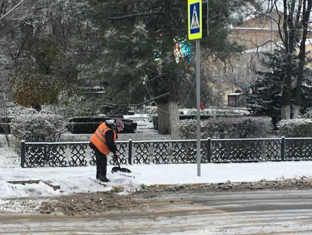 В Новочеркасск пришла зима: коммунальщики города работают в усиленном режиме
