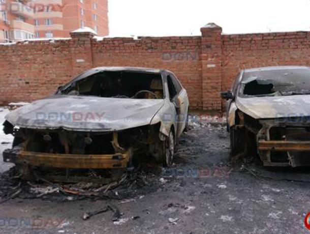 Две иномарки сгорели минувшей ночью в Новочеркасске