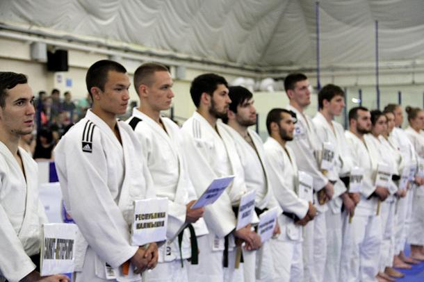 Борцы из Новочеркасска выиграли две медали в турнире памяти атамана Геннадия Недвигина