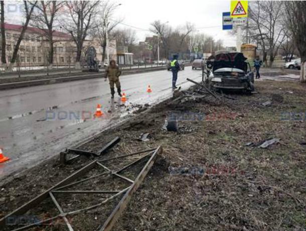 Потерявшая управление «Ауди» снесла 30-метровый забор в Новочеркасске